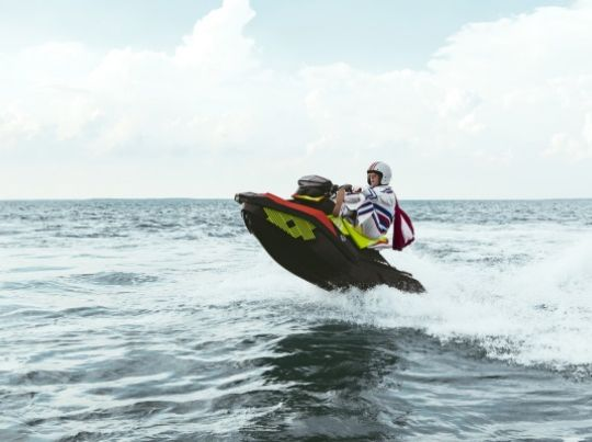 WATERSPORTS SEA-DOO_IMAGERY REC_LITE MY20_SPARK_TRIXX_CaptainFeetUp_110919083651