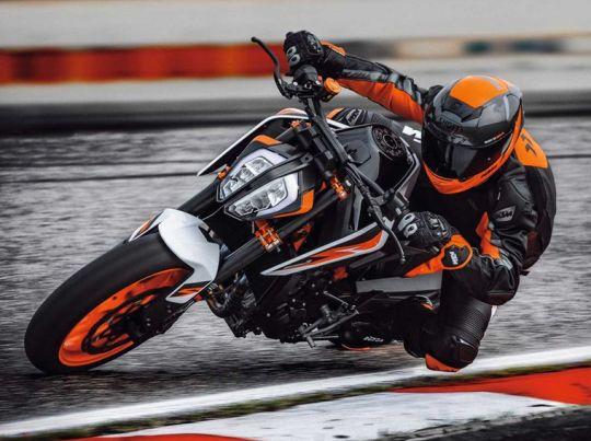 MOTORCYCLES KTM STREET MY20 890DUKER MODEL_MY20_890DUKER_ACTION3