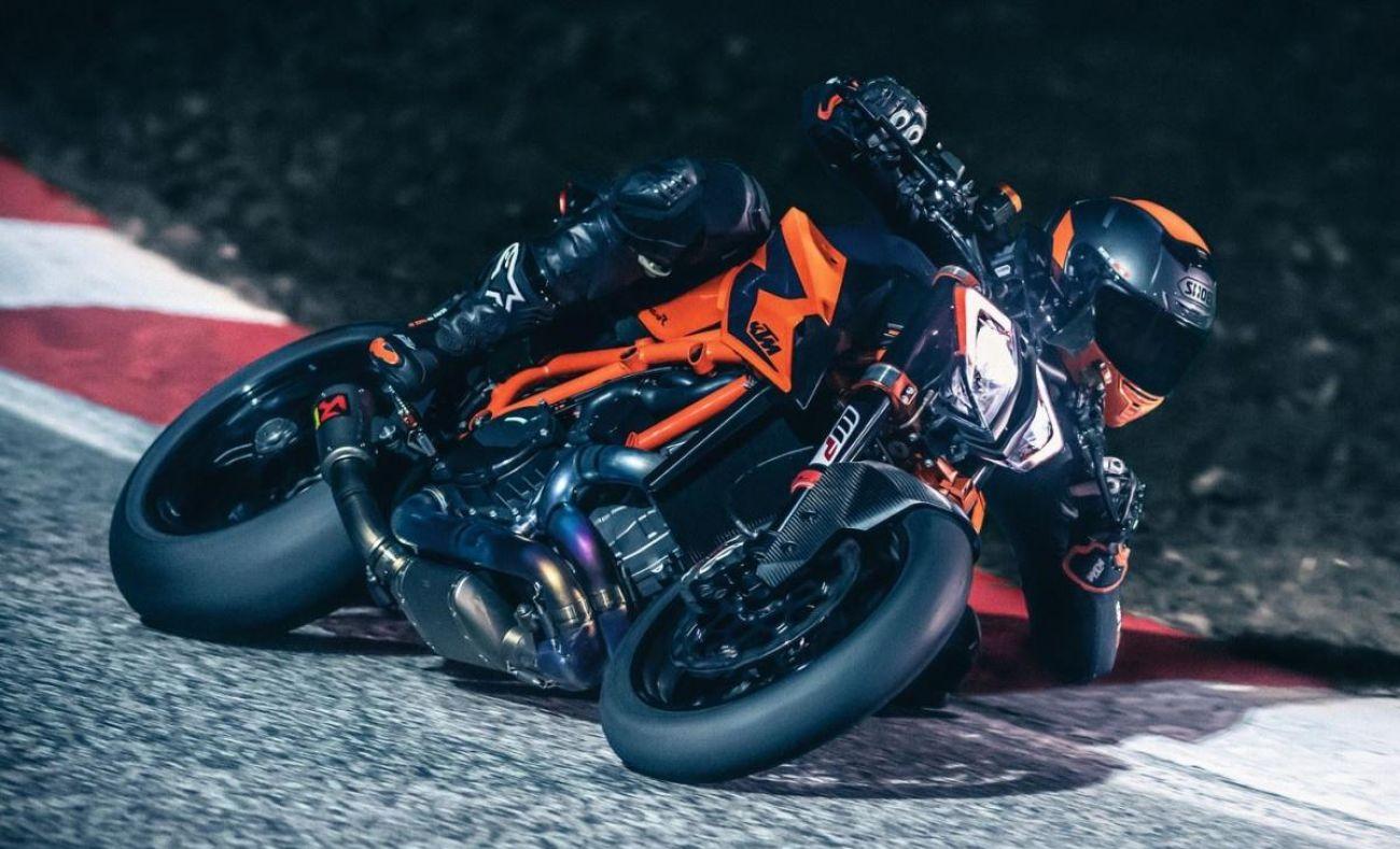 MOTORCYCLES KTM STREET MY20 1290SUPERDUKER MODEL_MY20_1290SUPERDUKER_ACTION3