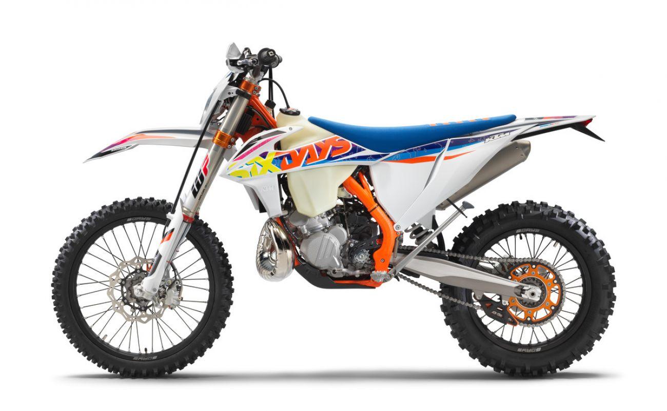 MOTORCYCLES KTM ENDURO MY22 386913_250EXC-TPISixDays_90de_le_MY22