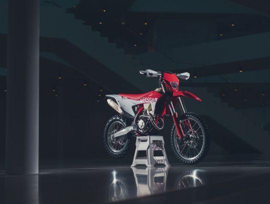 MOTORCYCLES GasGas MY21 ENDURO EC_350F 5326_EC350FStatic_34_