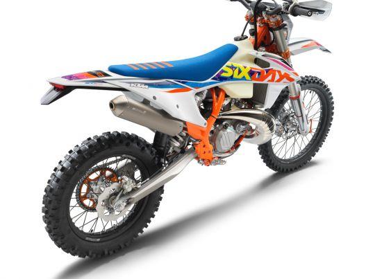 MOTORCYCLES KTM ENDURO MY22 386920_300EXC-TPISixDays_rear ri_MY22