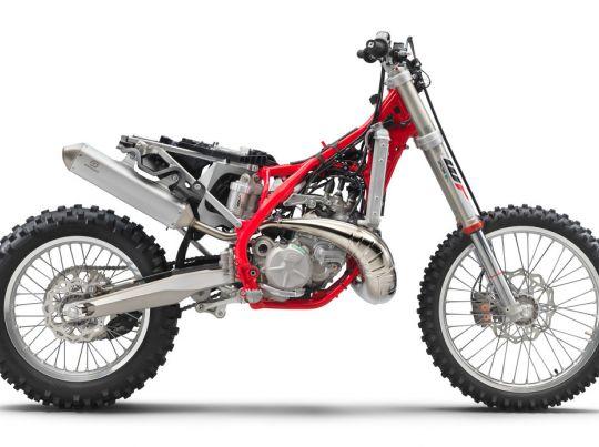 MOTORCYCLES GasGas MY21 ENDURO EC_300 3252_EC300stripped90deri_MY2021