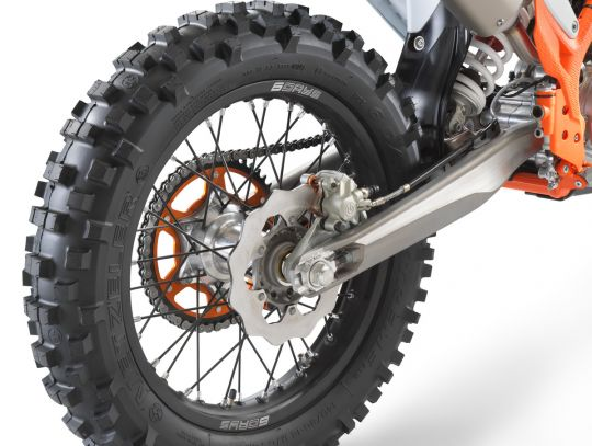 MOTORCYCLES KTM ENDURO MY22 386963_300EXC-TPISixDays_RearWheel_MY22