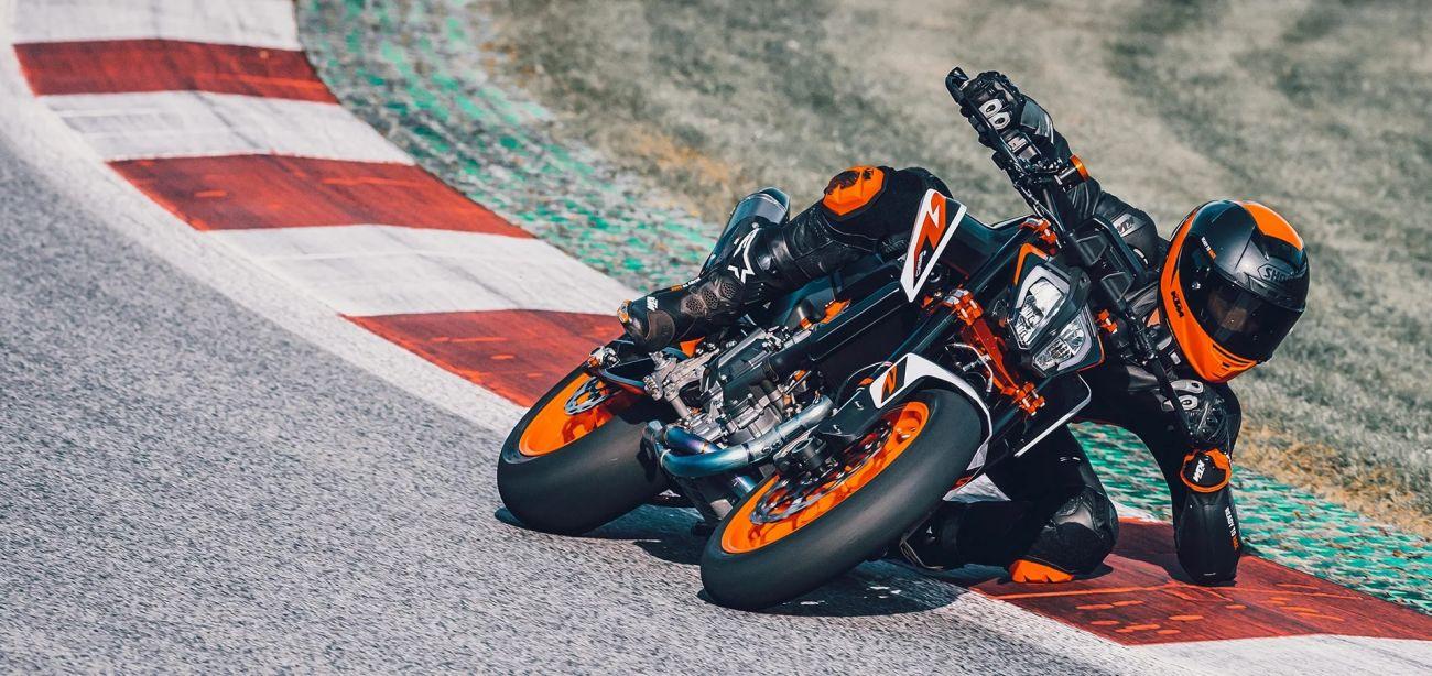 MOTORCYCLES KTM STREET MY20 890DUKER MODEL_MY20_890DUKER_ACTION1