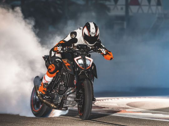 MOTORCYCLES KTM STREET MY20 1290SUPERDUKER MODEL_MY20_1290SUPERDUKER_ACTION2