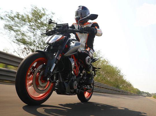 MOTORCYCLES KTM STREET MY20 390DUKE MODEL_MY20_390DUKE_ACTION3