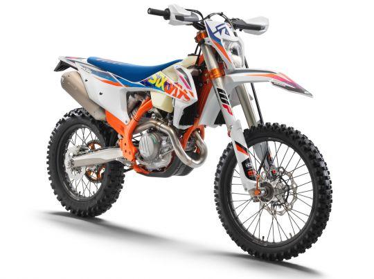 MOTORCYCLES KTM ENDURO MY22 386927_450EXC-FSixDays_front_ri_MY22
