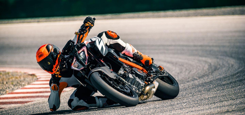 MOTORCYCLES KTM STREET MY19 2019_SUPERDUKE_R MODEL_MY19_1290SUPERDUKER_ACTION1_NP
