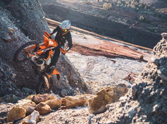 MOTORCYCLES KTM ENDURO MY22 381135_MY22KTM300EXCTPI-CatB