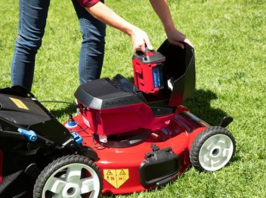 POWER_EQUIPMENT TORO 60v_range Mower-1-556x371