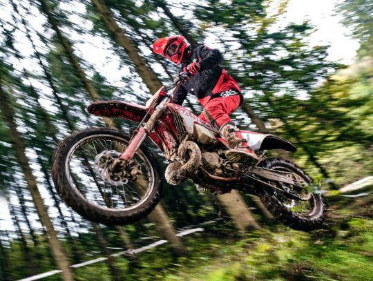 MOTORCYCLES GasGas MY21 ENDURO EC_300 5245_EC300-Action_8_