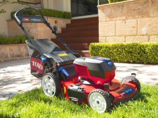 POWER_EQUIPMENT TORO 60v_range Mower-2-556x371