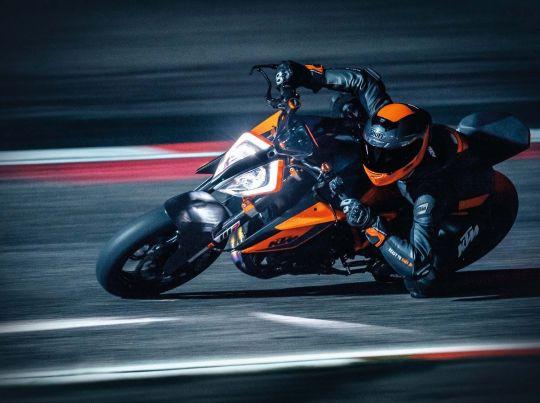 MOTORCYCLES KTM STREET MY20 1290SUPERDUKER MODEL_MY20_1290SUPERDUKER_ACTION1