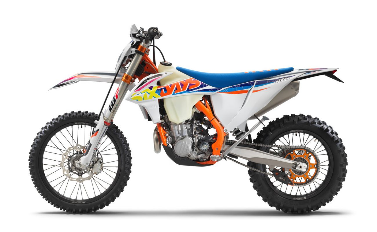 MOTORCYCLES KTM ENDURO MY22 386925_450EXC-FSixDays_90de_le_MY22