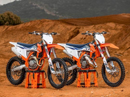 MOTORCYCLES KTM MOTOCROSS MY22 379553ktmmy22450sx-fstockbike125sxstockbike-staticscloseups