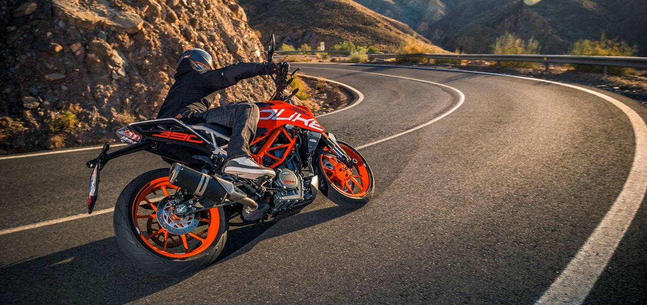 MOTORCYCLES KTM STREET MY20 390DUKE MODEL_MY20_390DUKE_ACTION1
